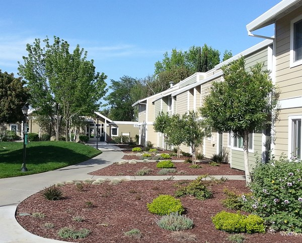 Los Robles in Union City   EAH Housing